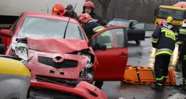 Wypadek czterech aut na Warszawskiej. Droga zablokowana
